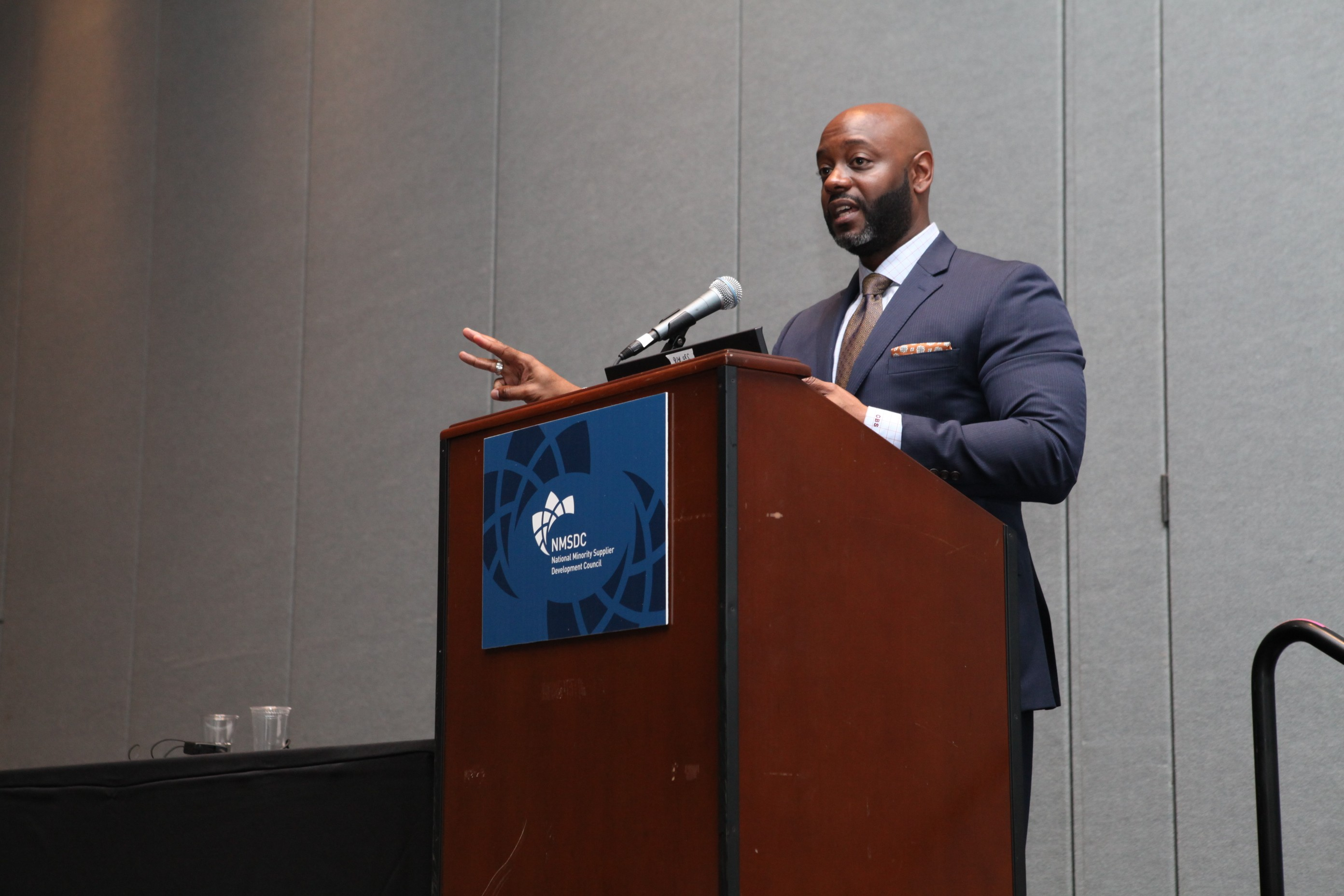 Panelist Corey Smith of Major League Baseball talks to NMSDC attendees about assessing supplier development options and implementing effective growth strategies for MBEs.